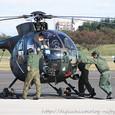 ヘリコプターを押す隊員さんたち